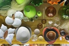 vasi piatti vetrina